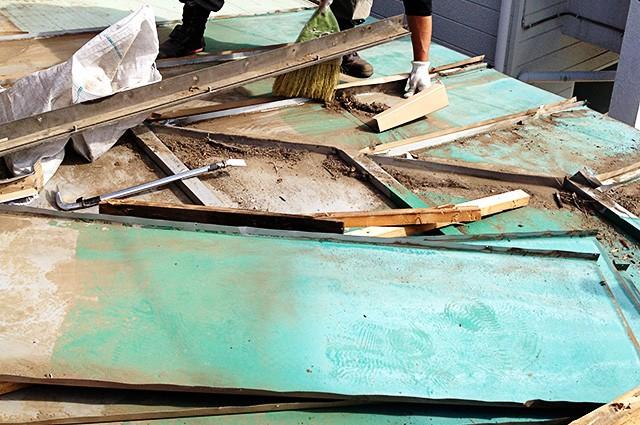 壊れた屋根イメージ
