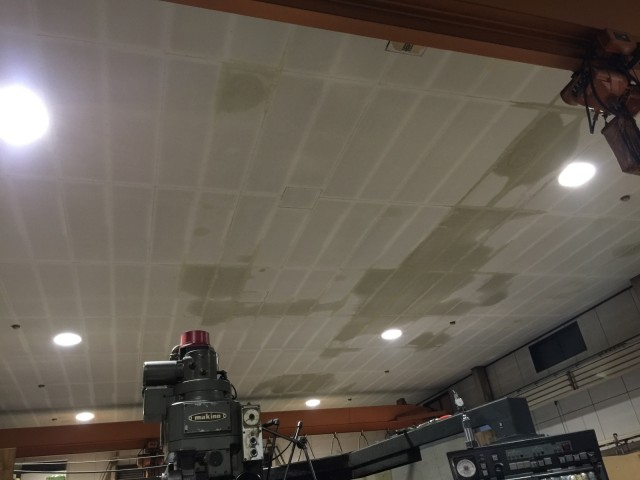 工場屋根雨漏り状況01