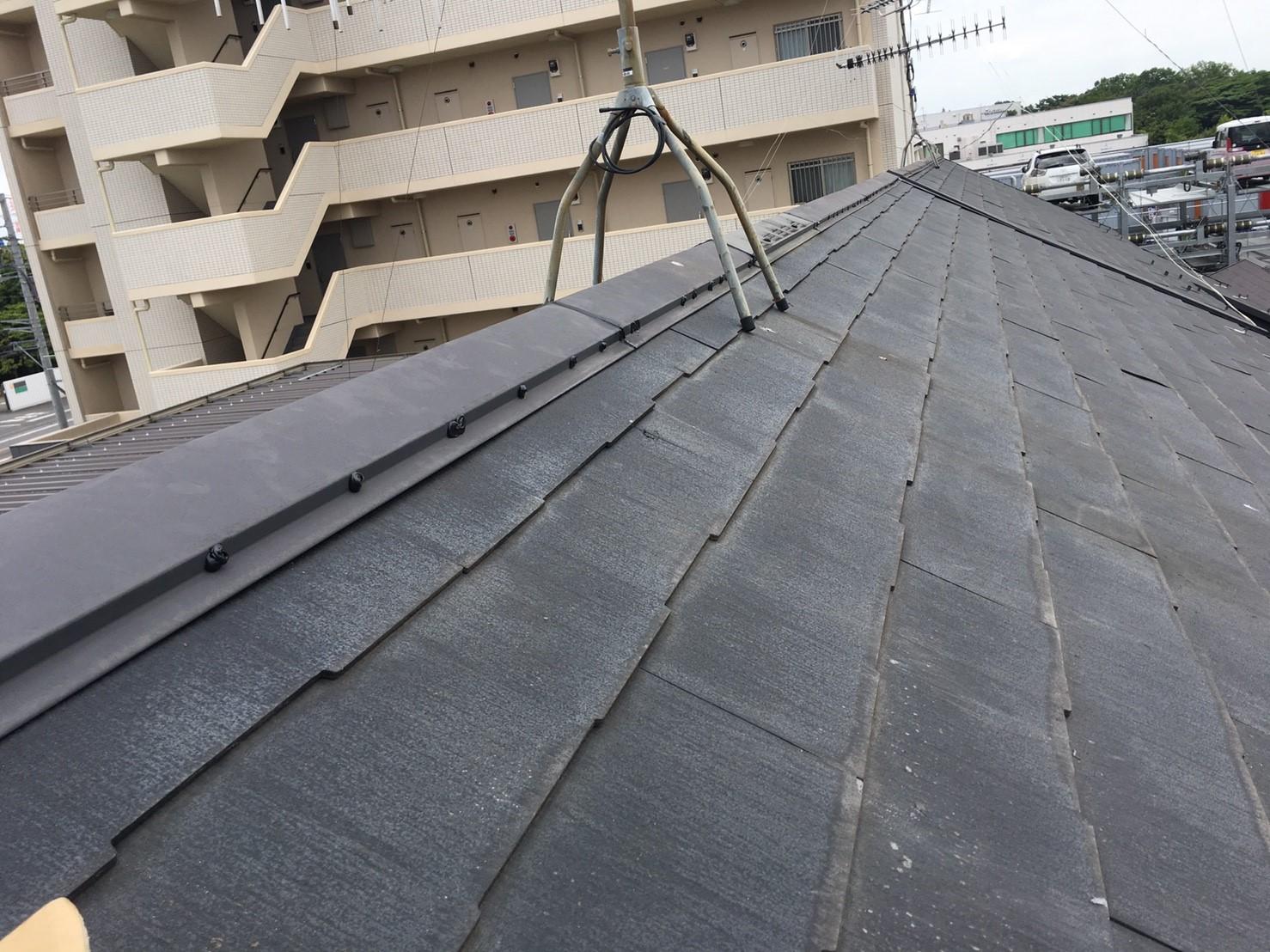 強風による棟板金の浮きを保険で屋根修理施工後