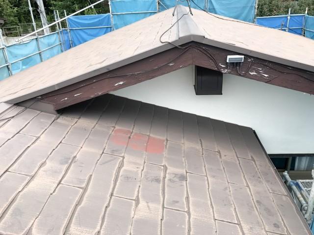 屋根版金の破損による雨漏りで屋根葺き替え施工前